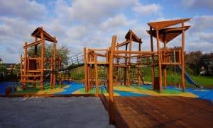 legepladsfirma, legeplads skabt af træ